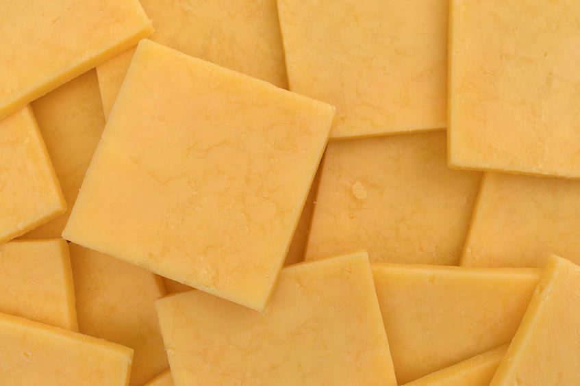 Ser gouda jest jednym z najbardziej lubianych żółtych serów