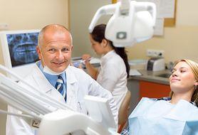 Jakie jest związek między szczotkowaniem zębów a zapaleniem dziąseł?