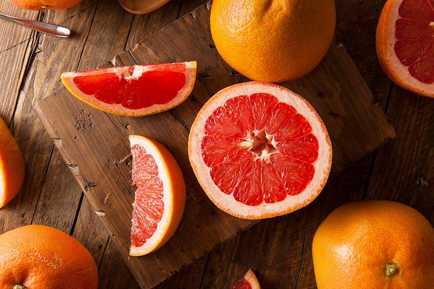 Grejpfrut jest bogaty w witaminę C - przeciwutleniacz