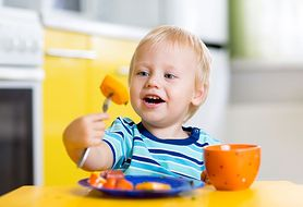 Nowe produkty w diecie, czyli czym możesz karmić dziecko do 1. roku życia