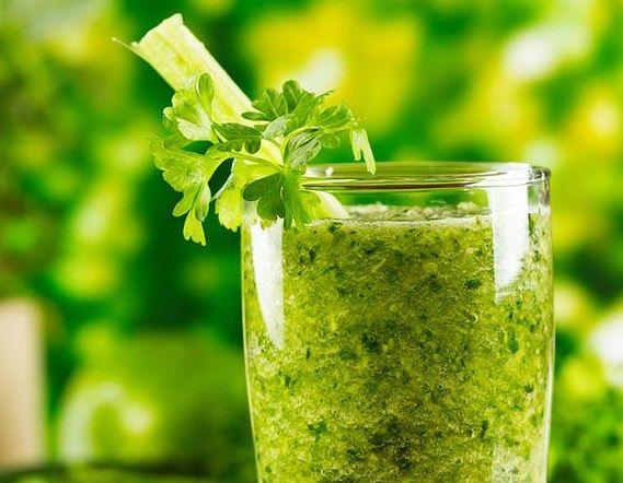 Zielony koktajl w stylu sirtfood