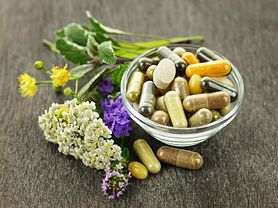 Witaminy, minerały i zioła, które poprawią wygląd twoich włosów