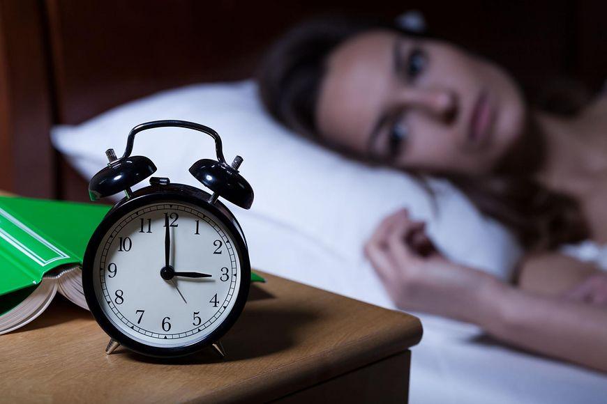 Ludzie, którzy cierpią na bezsenność lub z innych powodów niewiele śpią, częściej sięgają po przekąski, które poprawiają ich nastrój i zaspokajają głód soli