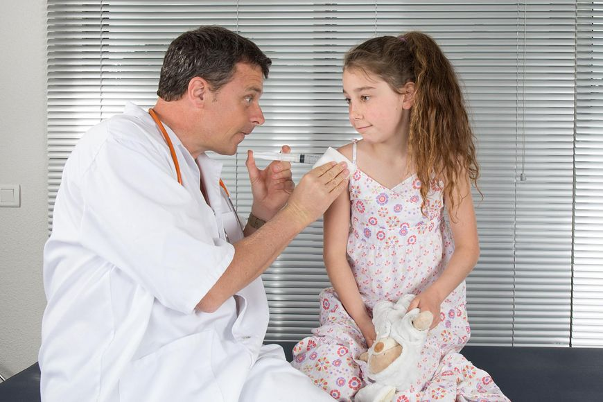 Co radzi pan rodzicom, którzy stoją przed dylematem, czy szczepić swoje córki przeciw wirusowi HPV?
