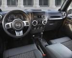 Jeep Wrangler Freedom Edition - żołnierskie auto