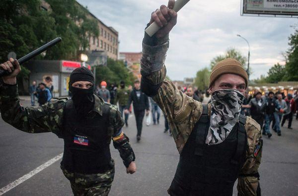 Prorosyjscy separatyści atakują marsz zwolenników jedności Ukrainy, Donieck