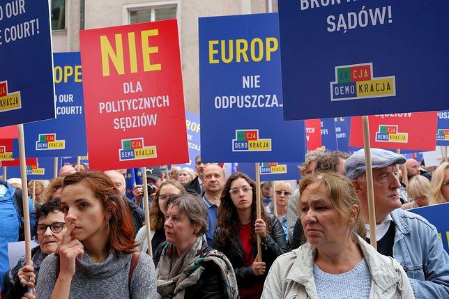 """Demonstracja odbyła się pod hasłem """"Europo nie odpuszczaj! Brońmy polskich sądów!"""""""