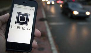 Uber to mobilna aplikacja, pozwalają na szybkie znalezienie transportu zamiast zamawiania taksówki