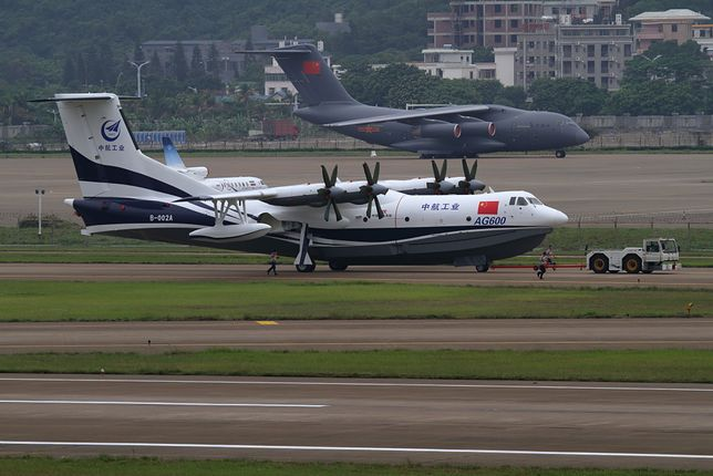 Największy samolot amfibia na świecie. Może lądować na dwumetrowych falach