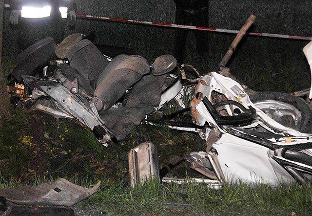Trzy osoby zginęły w zderzeniu auta z drzewem