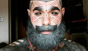 """Adam z """"Drugiej Twarzy""""  nie chciał pozbyć się tatuaży. Poszedł o krok dalej. Poddał się drastycznej operacji"""