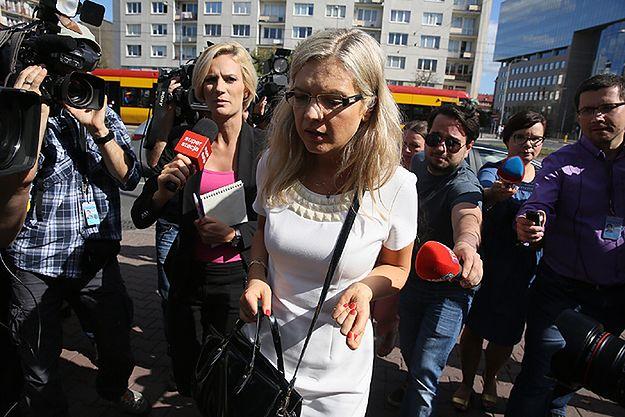Małgorzata Wassermann w drodze na spotkanie podkomisji z rodzinami ofiar
