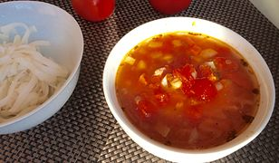 Zupa pomidorowa z soczewicą. Syci na długo