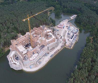 Zgodę na budowę zamku w Stobnicy wydała rada miejska zdominowana przez PO i PiS.
