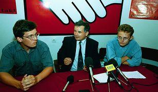 Odnalezione przez internautów zdjęcie sprzed lat. Po prawej - Paweł Rabiej, w środku Jarosław Kaczyński, po lewej - Michał Bichniewicz