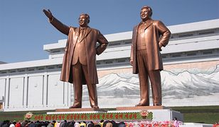 Posąg Kim Ir-sena i Kim Dzong-ila w stolicy Korei Północnej Pjongjang