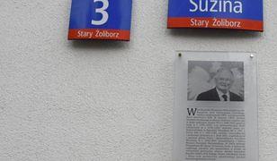 Warszawa. Zniknęła tablica upamiętniająca prezydenta Lecha Kaczyńskiego. Nikt nic nie wie