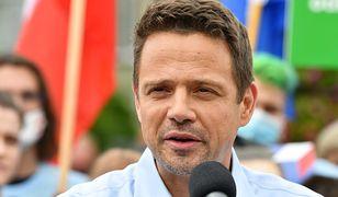 Wybory 2020. Rafał Trzaskowski atakowany przez PiS w sprawie adopcji przez par jednopłciowe