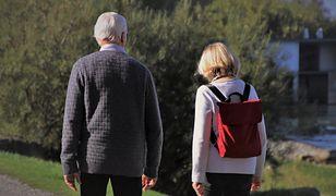 Dzień Babci i Dziadka 2021. Złóż życzenia babci i dziadkowi. Pokaż, że o nich pamiętasz