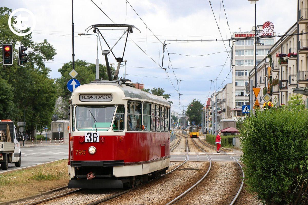 Warszawa. Tramwaj typu 13N na linii 36