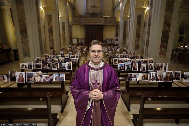 Włochy. Ksiądz Giuseppe Corbari odprawił nietypową mszę. W ławkach zamiast wiernych pojawiły się ich zdjęcia