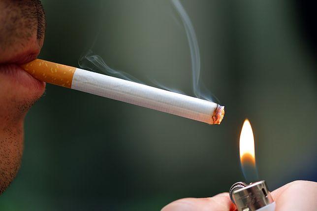 Palenie? Lepiej rzucić jak najszybciej. Ale Polakom idzie to kiepsko