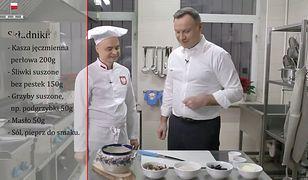 Andrzej Duda gotuje wigilijną potrawę, która gości zawsze na jego stole