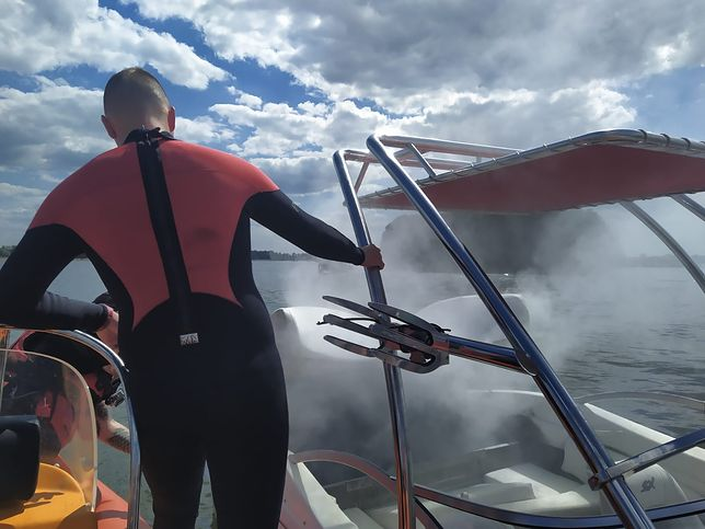 Mazury. Pożar na jeziorze Jagodne. Zapaliła się łódź z turystami
