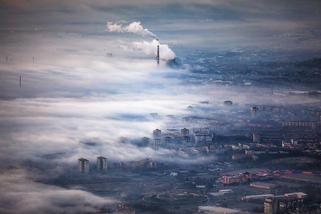 Od rana nad Polską unosi się smog