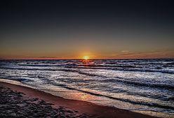 """List w butelce na plaży w Łebie. Poruszające wyznanie ojca. """"Serce pękło"""""""
