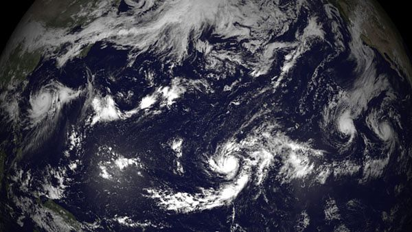 Tajfun Halong oraz huragany: Genevieve, Iselle i Julio
