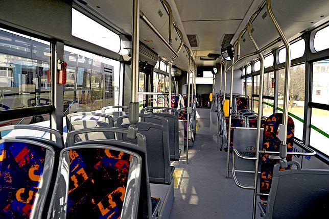 Szaleniec w Krakowie groził pasażerce i kierowcy autobsu