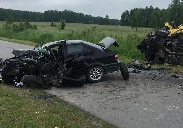 Lubelskie: BMW z maturzystami uderzyło w busa, nie żyje 19-latek