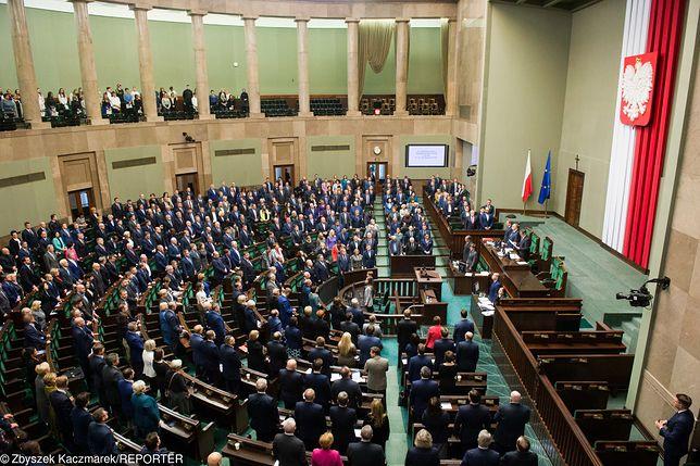 Sejm. Długie wakacje posłów, prawie jak studentów - tyle że płatne