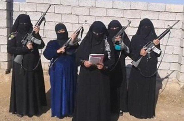 """Szokujące wyznania kata z kobiecego """"Gestapo"""" ISIS. """"Cieszyło mnie torturowanie kobiet przed ich ojcami"""""""