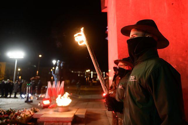 Uroczyste obchody 102. rocznicy wybuchu Powstania Wielkopolskiego przy pomniku Powstańców Wielkopolskich