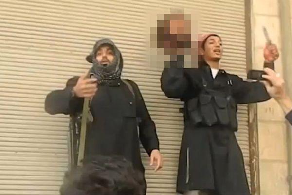 Ekstremiści z ISIS po ścięciu skazańca