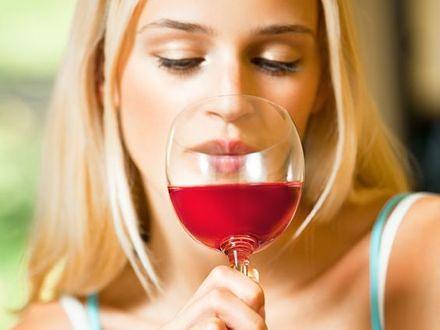 Regularne picie alkoholu zwiększa ryzyko zachorowania na raka piersi