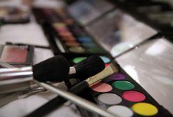 Makijaż dla 50-latki - jak odmłodzić się makijażem?