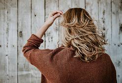 Blond. O czym pamiętać przed koloryzacją? Pomocne wskazówki dotyczące trwałości koloru