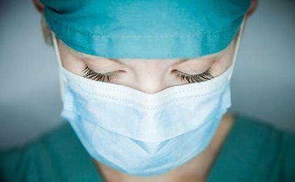 Cała prawda o zarobkach w służbie zdrowia. Ile zarabia lekarz, ile pielęgniarka?