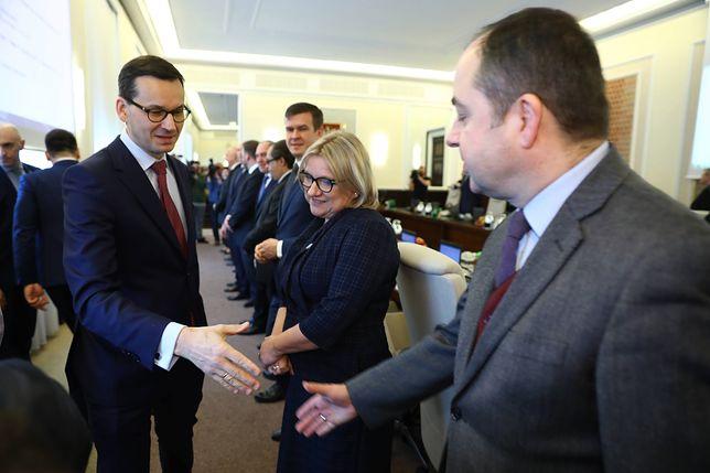 Kolejny miesiąc rządów gabinetu Mateusza Morawieckiego. Przybyło niezadowolonych Polaków