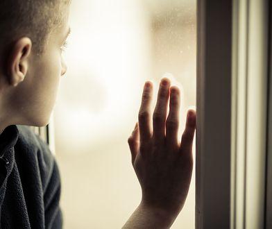 Ojciec przez kilka dni więził w łazience syna