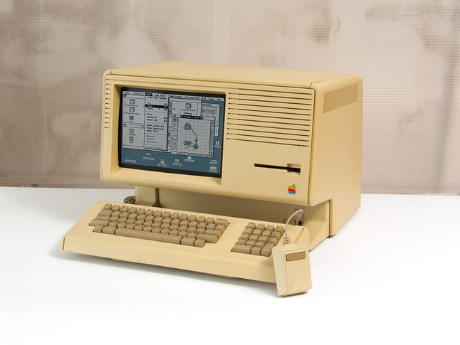 """Apple Lisa, pierwszy komputer z komendą """"kopiuj-wklej"""" w interfejsie, fot. Gerhard »GeWalt« Walter / domena publiczna"""