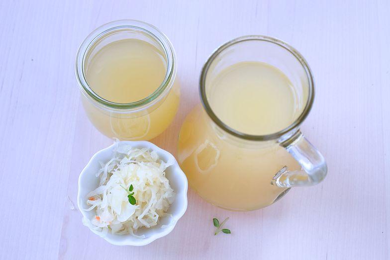 Pij sok z kapusty kiszonej codziennie. Efekty cię zaskoczą