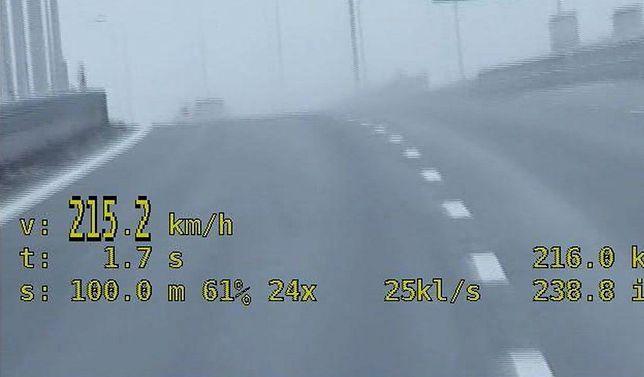 Niedoświadczona 20-latka pędziła 215 km/h na trasie S2!