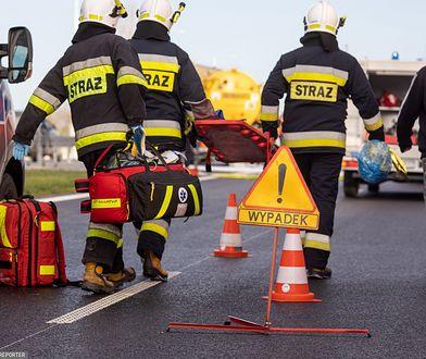 Podlaskie. Wypadek na wjeździe do Białegostoku. Dwie osoby zakleszczone w aucie