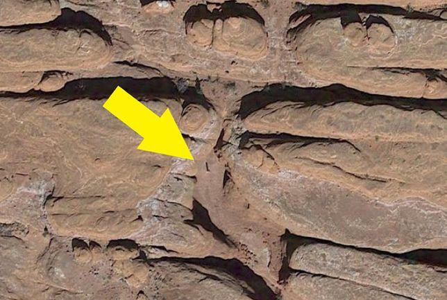 Tajemniczy monolit odkryty przez przypadek. Według Google Earth istnieje tam od lat