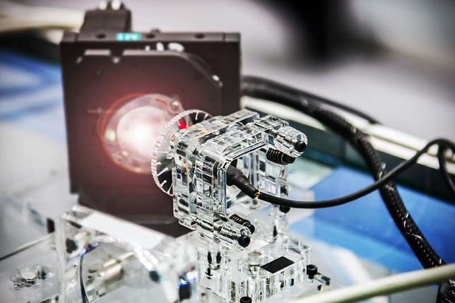 Hakowanie przy pomocy lasera jest możliwe. Zrobili zakupy, włamali się do domu i auta