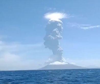 Wybuch wulkanu w Indonezji. Ewakuowano blisko 3 tys. osób [Zobacz wideo]